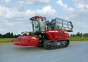 "FORAGE COMBINE HARVESTER ON TRACK WITH TANKER ""PALESSE FS6033C"""
