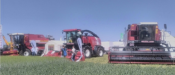 Presentation of Gomselmash machinery at all-Slovakia field day